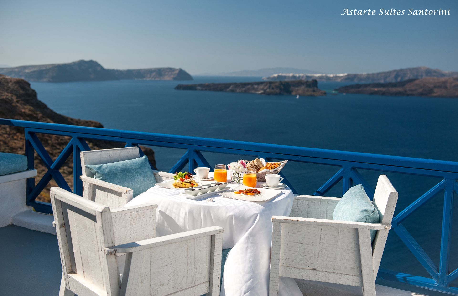 Astarte_Suites_in_Santorini_breakfast_2_2