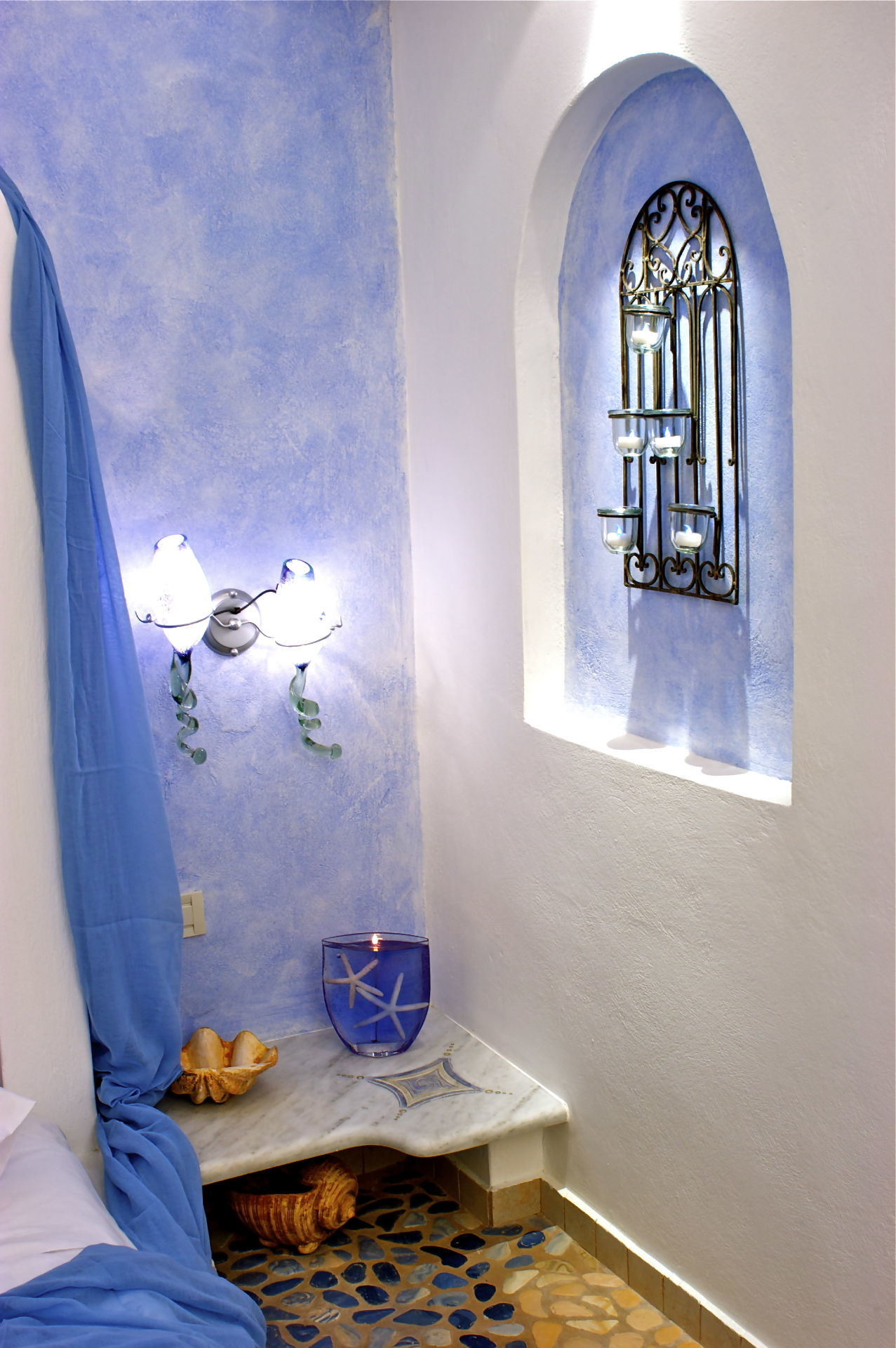 4_Executive_suite_private_open_air_Jacuzzi-_Astarte_Suites_in_Santorini