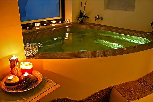 2_Astarte_Suite_private_outdoor_Pool_and_indoor_couples_Jacuzzi