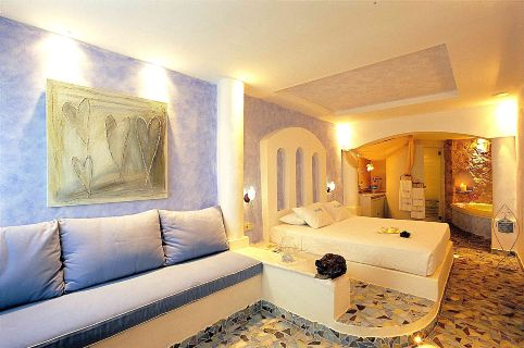 Senior_suite_private_Jacuzzi_-_Astarte_Suites_Santorini