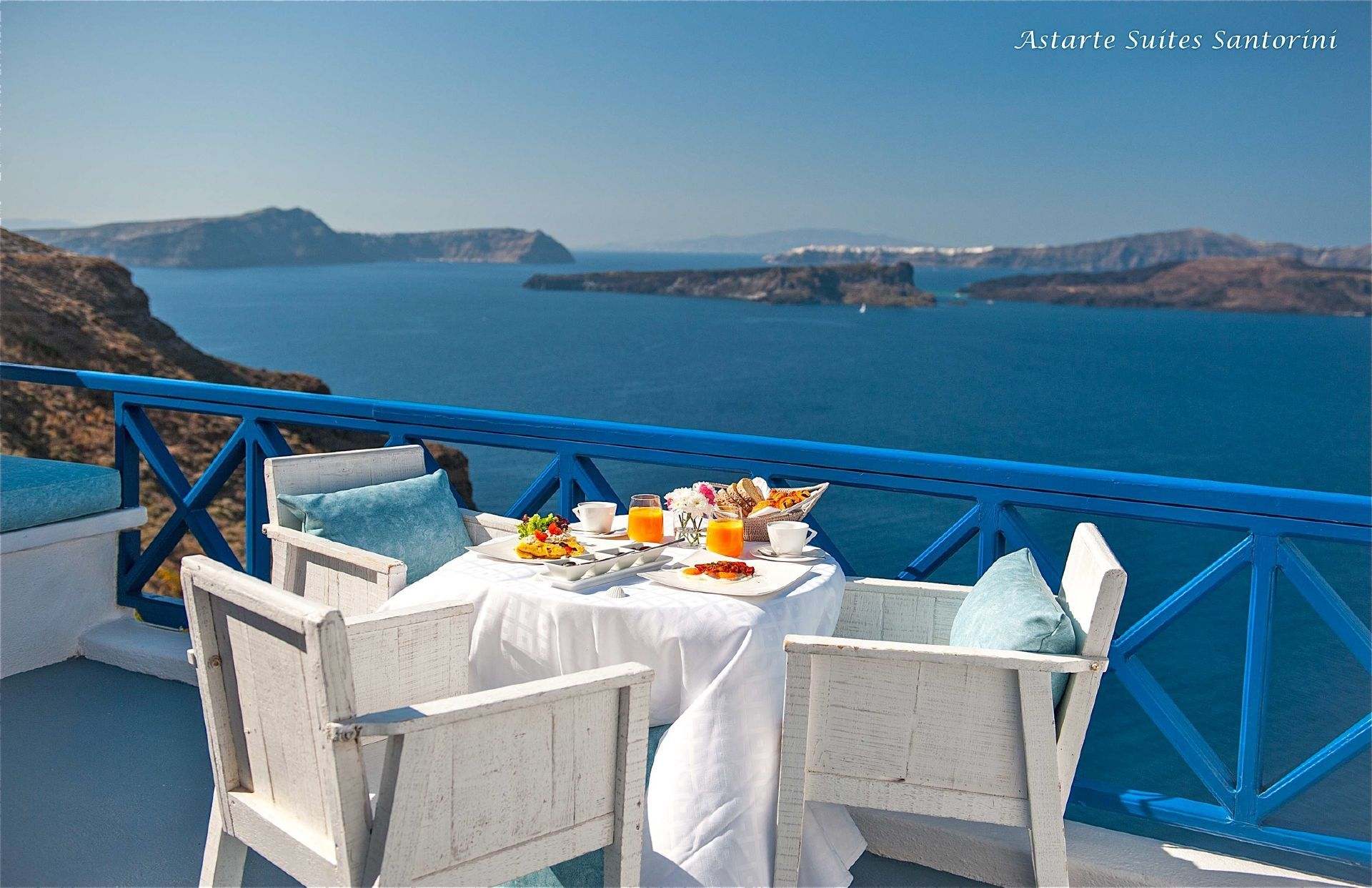 Astarte_Luxury_Suites_in_Santorini_island_Greece