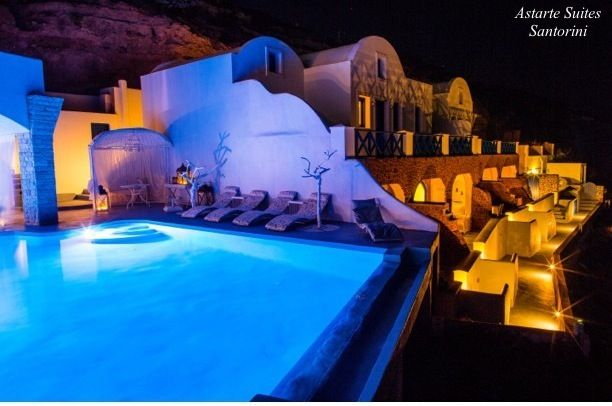 Astarte_Suites_Hotel_in_Santorini_Infinity_Pool_at_night
