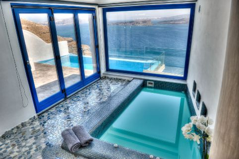 Astarte_Suite_private_infinity_pool_Santorini_A5_-_