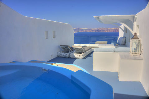 CAVE_POOL_SUITE_-_ASTARTE_SUITES_in_SANTORINI_GREECE