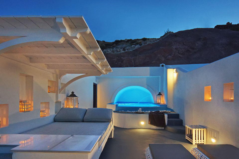 Cave_Pool_Suite_in_Santorini_-_Astarte_Suites_Luxury_Hotel_in_Santorini_island