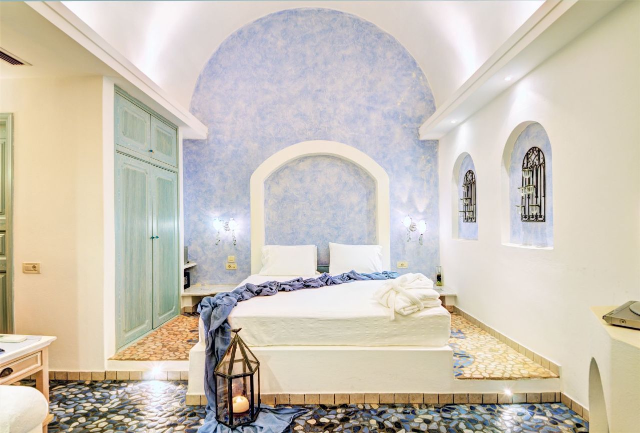 Executive_suite_with_private_open_air_Jacuzzi_-_Astarte_Suites_Hotel_in_Santorini