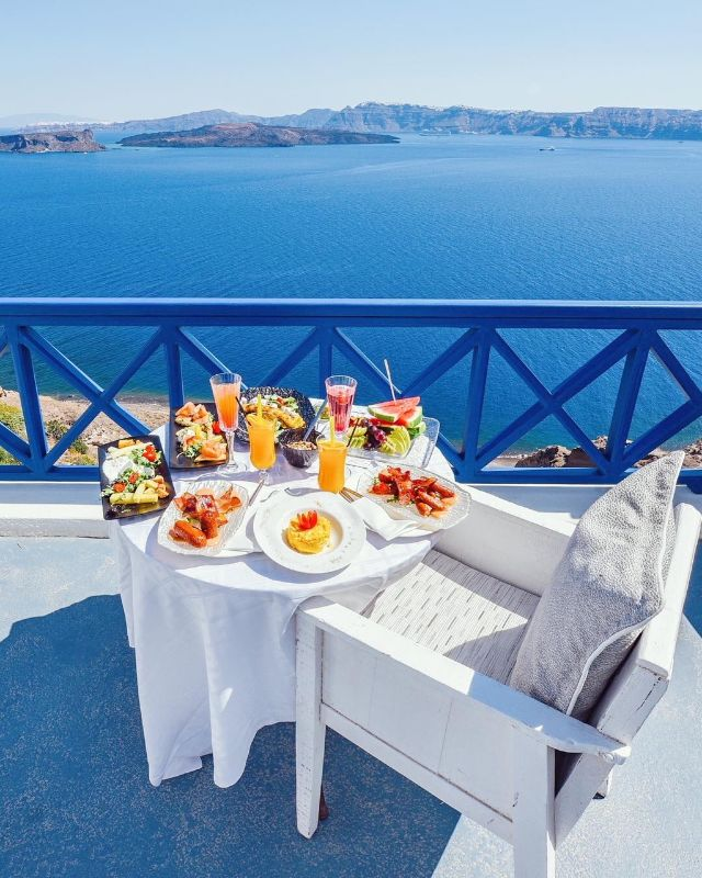 Breakfast_in_Santorini_island_-_Astarte_Suites_Luxury_Hotel