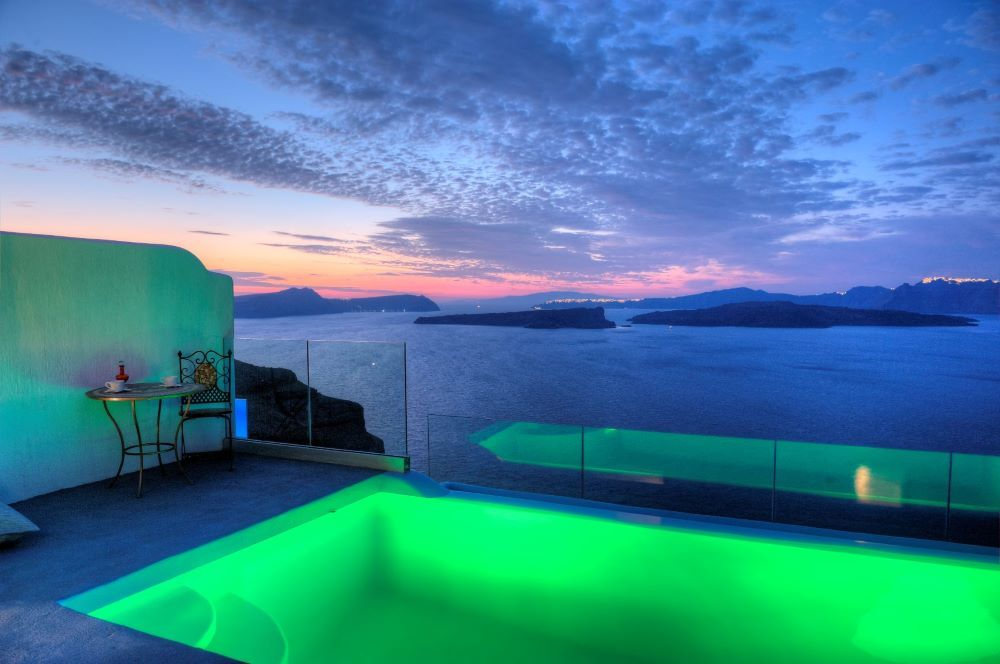 Astarte_Suites_Hotel_with_private_infinity_Pool_in_Santorini_Greece