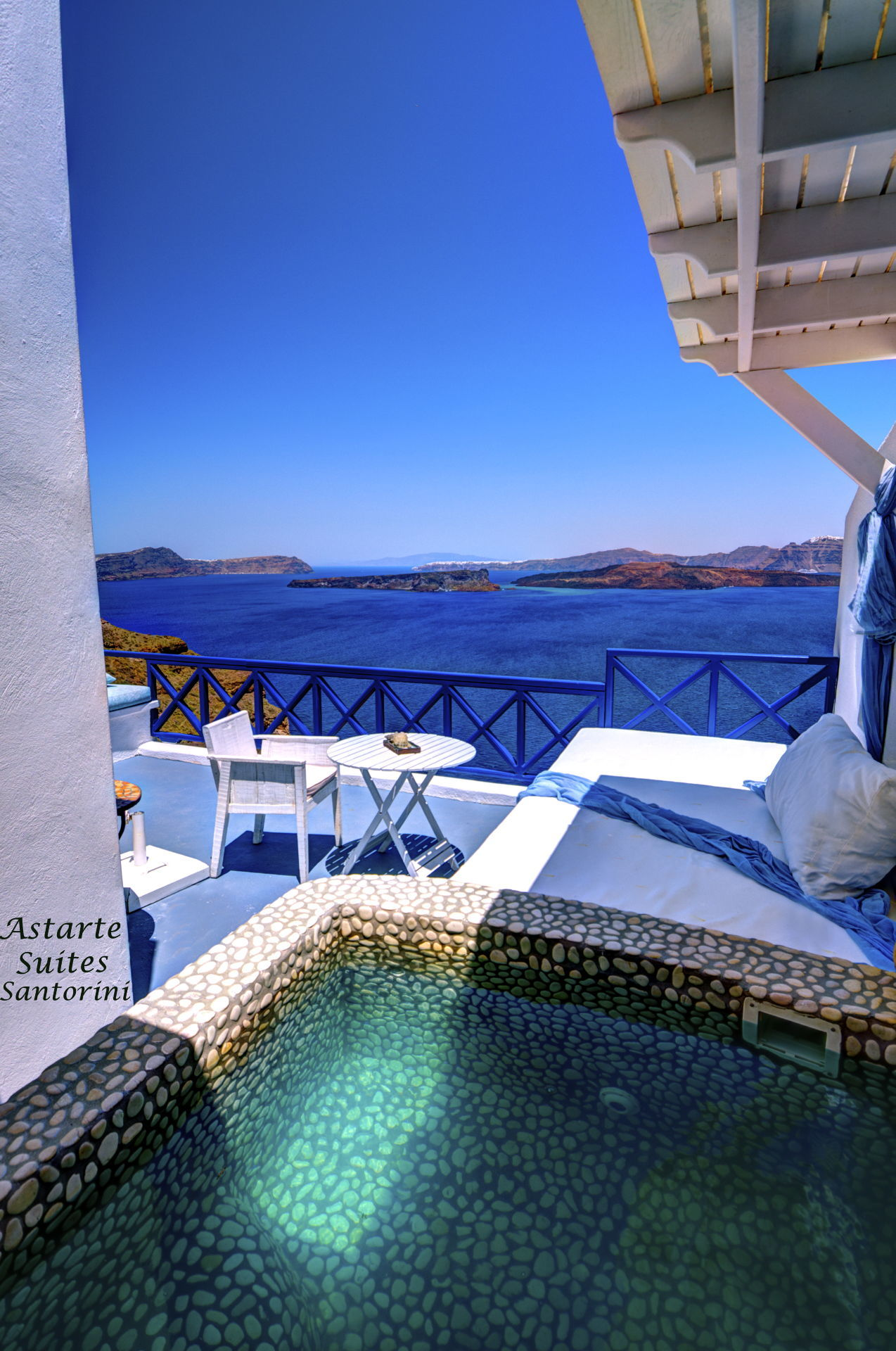 Executive_suite_private_open_air_Jacuzzi_Astarte_Suites_Santorini